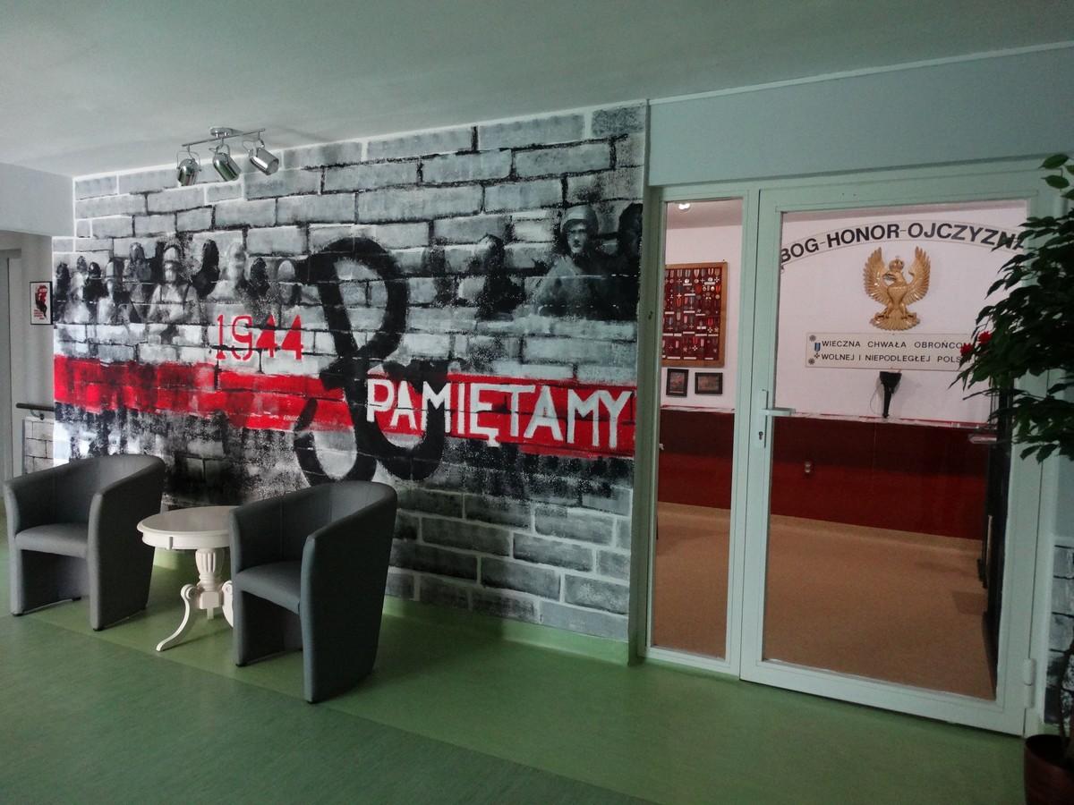 Wejście do Izby Pamięci znajdującej się w DPS.